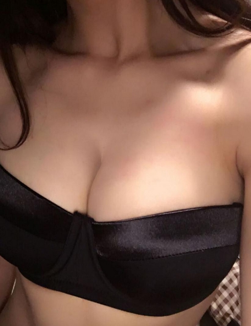 boobs selfie